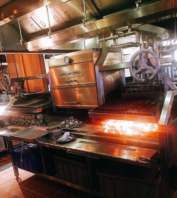 廚師夢寐以求的百萬烤爐,讓食材與火共舞帶來感官饗宴。(圖/擷取自INGE'S@facebook)