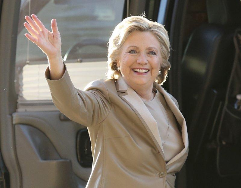 2016美國總統大選開始投票,希拉蕊與丈夫比爾‧柯林頓前往投票。(美聯社)