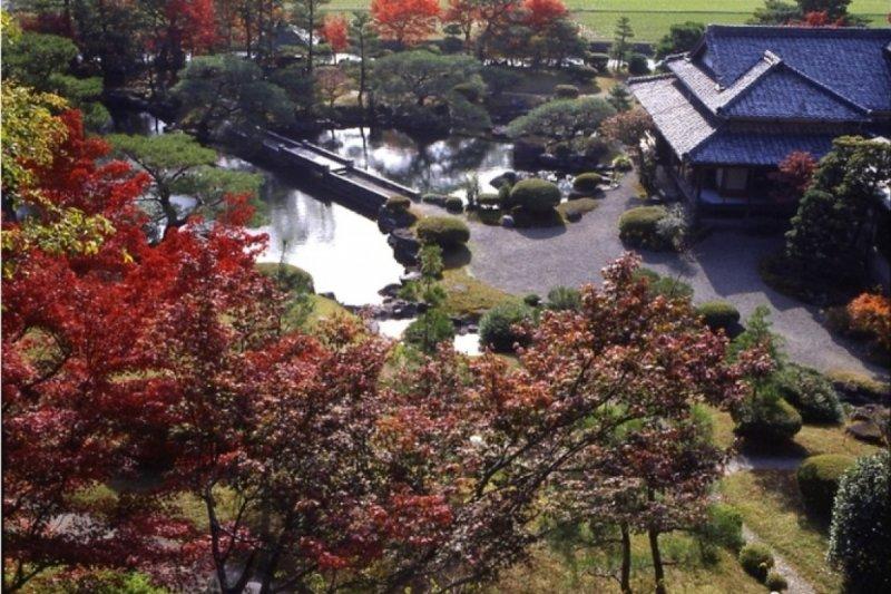 在傳統的日式庭園中讓人有一種身處於世外桃園的感覺。(圖/ZEKKEI Japan提供)