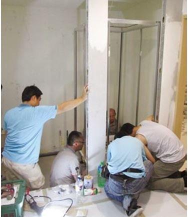規劃範圍後建立骨架,接下來就如同樂高組合一般安裝設備即可完成,是節省施工時間最大的原因!。(圖/風和出版提供)