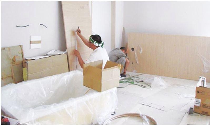 組裝前切割好組合壁板,有賴經驗豐富的人員施作。(圖/風和出版提供)