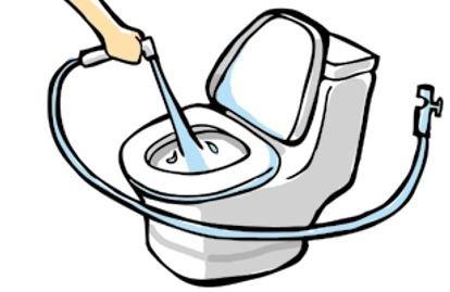 清洗馬桶的工具,馬通清潔器。(圖/風和出版提供)