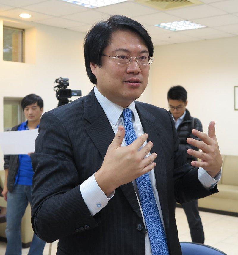 基隆市市長林右昌說明市府改建計畫。(基隆市政府提供)