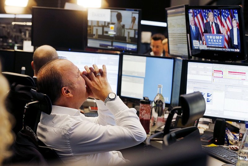 川普當選,全球股市震盪。(美聯社)