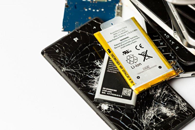 年銷售總額超過10億台的智慧型手機和平板電腦,在製造生產過程中耗用超過30萬噸資源,其中4萬多噸的鋁用於製造外殼,在電池中則可找到超過1萬噸的鈷,占全球年產量近10%。(綠色和平提供)