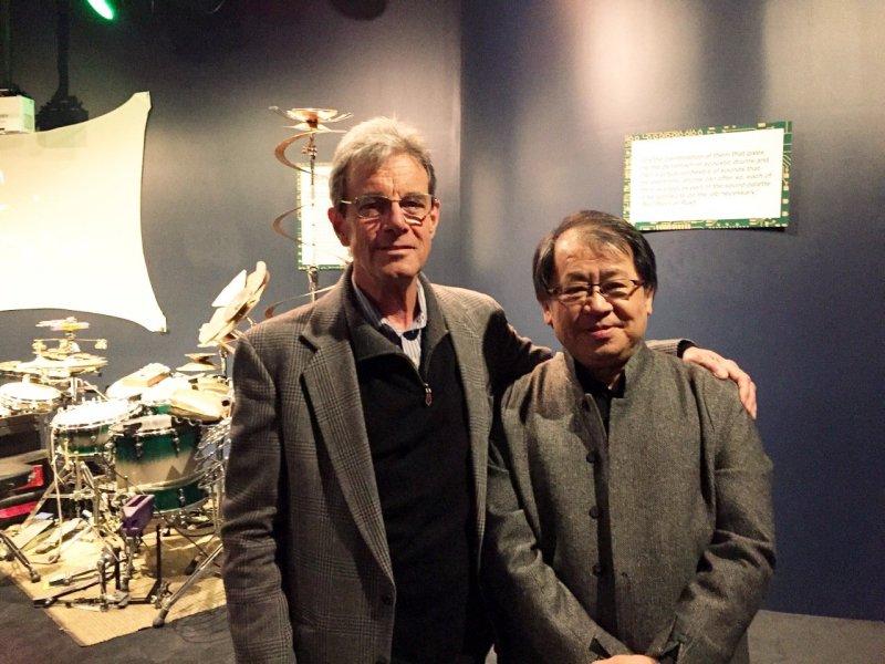 朱宗慶(圖右)與另一位2016名人堂(Hall of Fame)獲獎者艾德索夫(Ed Soph)於酒會中留影(擊樂文教基金會提拱)