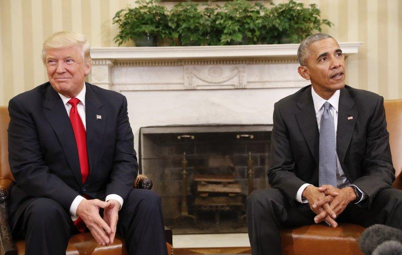 美國總統當選人川普(左)與現任總統歐巴馬(右)首度會面(美聯社)