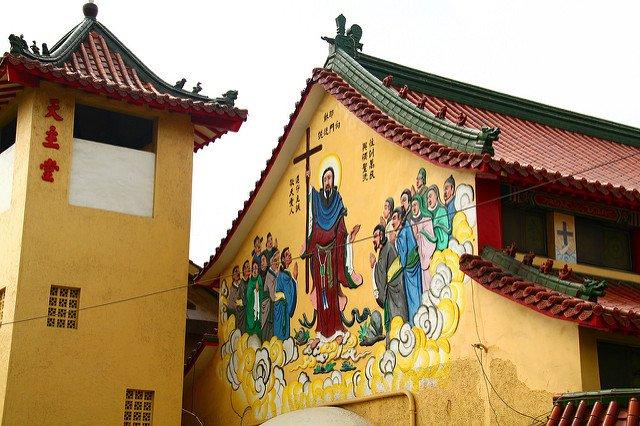台南天主鹽水教堂。(圖/T.CSH@flickr,KKDAY提供)