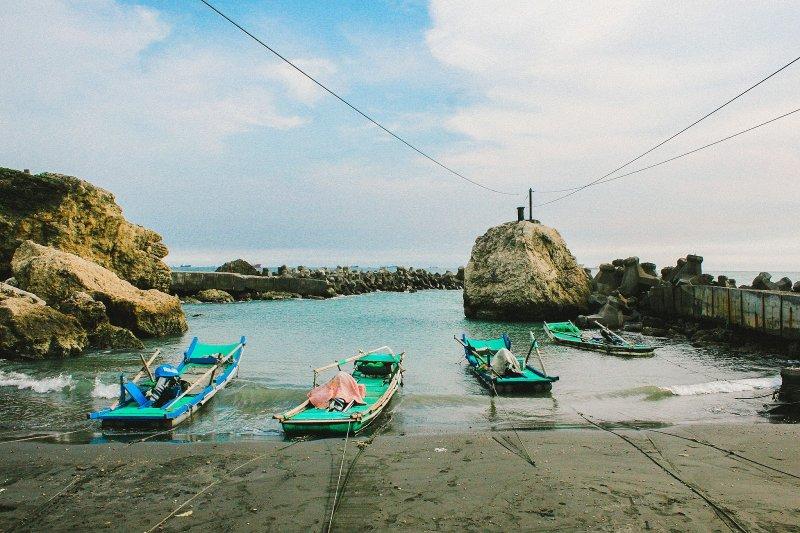 高雄柴山小漁港(圖/威漢陳@flickr,KKDAY提供)