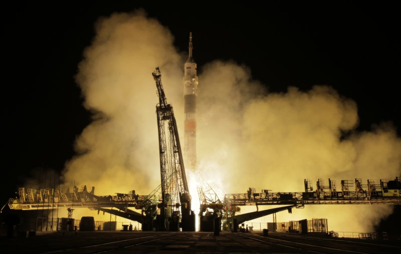 太空船「聯合號」載著美國資深太空人惠特森、法國菜鳥太空人佩斯凱、俄羅斯太空人諾維茨基前往國際太空站(AP)