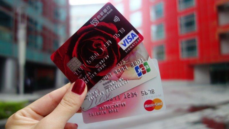 台新銀行玫瑰卡不只是支付工具,透過特有的品牌價值,讓持有玫瑰卡成為表達獨有魅力的象徵。(圖/擷取自台新goodlife)