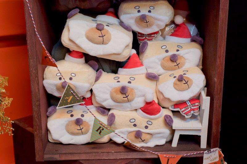 歡樂耶誕城首度推出北歐風耶誕貨櫃市集,除了桑塔熊耶誕限定外,還有密室脫逃遊戲。(圖/新北市政府觀光旅遊局提供)