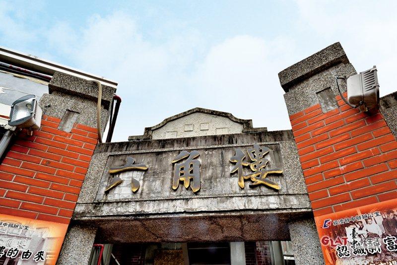 1917年設立的第二市場曾是「日本人的市場」,市場通道規劃為六角形放射狀,故名為「六條通」,圖為露天廣場裡的六角塔樓。。(圖/ 台中好生活提供)