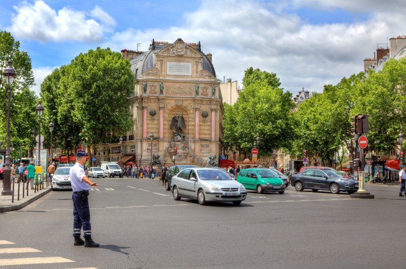 法國官方體認到車輛的殺傷力,因此對駕駛人設下重重限制,規定多如牛毛。