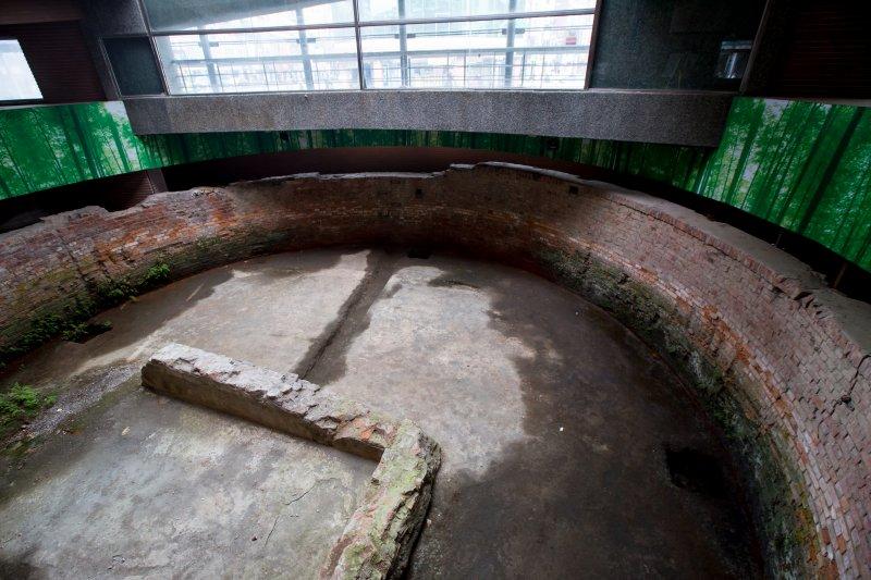 20161124-台北建成圓環24日即將進行拆除工程,建築物內的大稻埕圓環防空蓄水池將會完整保留。(顏麟宇攝)