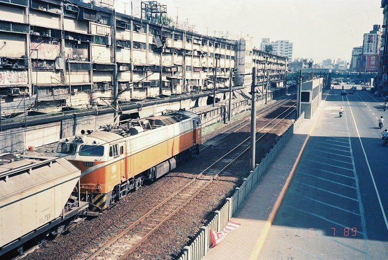 中華商場旁曾是縱貫鐵道進出台北的必經之路。(圖/前衛出版提供)