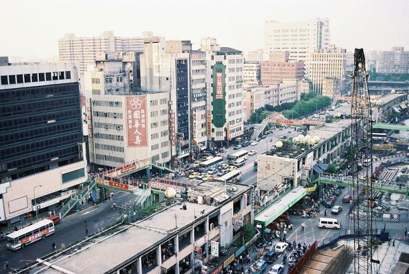 俯瞰中華商場第三棟(仁)與第四棟(愛)。(圖/前衛出版提供)
