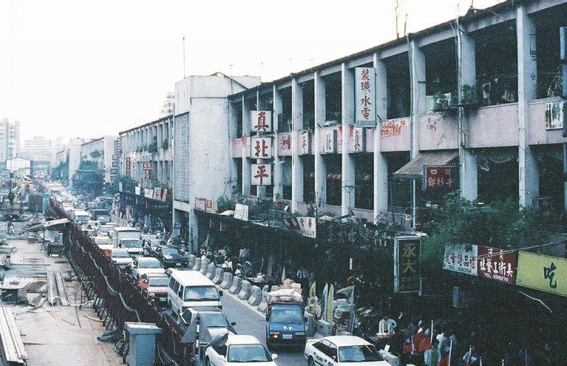 中華商場內的「真北平」,應該許多人都仍有印象。(圖/前衛出版提供)