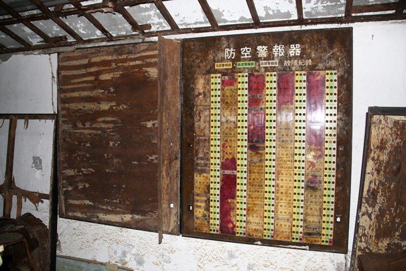 民防指揮中心內有關台北市各地的防空警報器配置表。(圖/前衛出版提供)