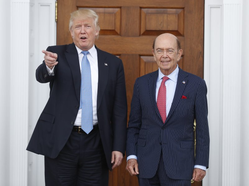 可望在川普(左)新政府出任商務部長的億萬富豪羅斯(Wilbur Ross)(AP)