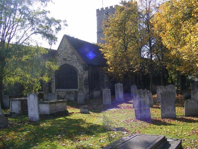 敦東郊巴京(Barking)的聖瑪格莉特教堂(St. Margaret's Church)鄰近波特公寓。沃蓋特、科法利和衛華斯的屍體都在該教堂的墓園被發現。(Adrian Cable@Wikipedia / CC BY 2.0)