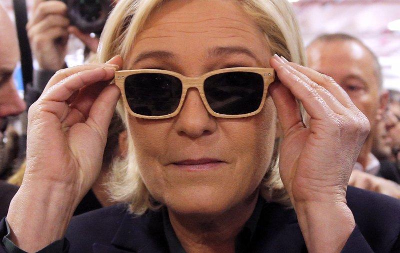 極右派政黨主席勒潘參加「法國製造博覽會」,她以照顧勞工為競選主打政見。(美聯社)
