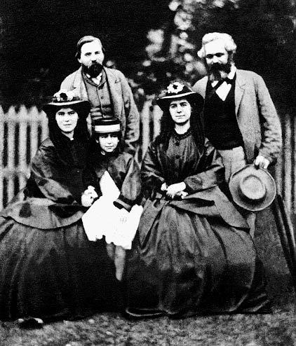 馬克思、恩格斯與馬克思的女兒們。(圖/維基百科公有領域)