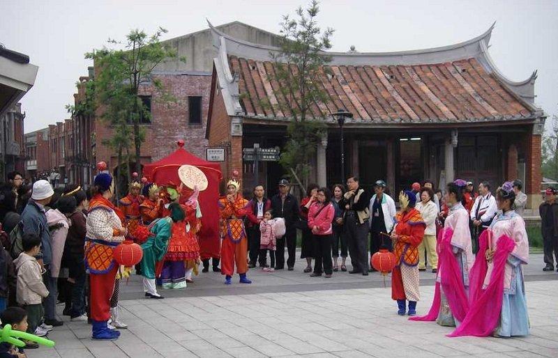 台灣宜蘭傳統藝術中心裡,由劇院學生所表演的台灣歌仔戲(Bellenion/維基百科)