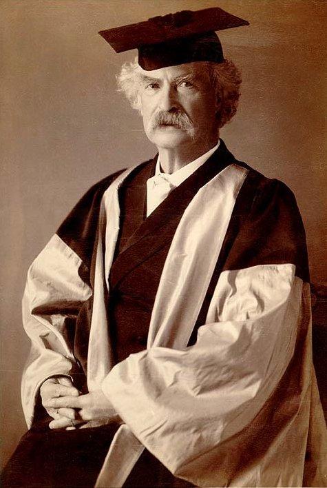 1907年,馬克吐溫獲英國牛津大學頒授文學博士榮譽學位(Wikipedia/Public Domain)
