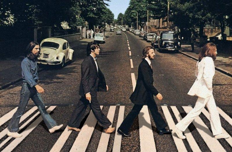 披頭四解散前錄製的專輯〈艾比路〉封面。(維基百科)