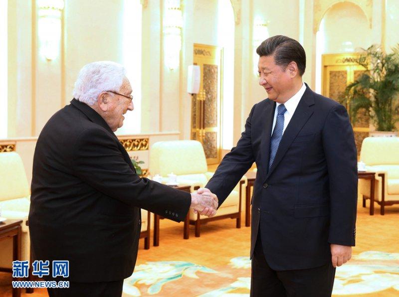 中國國家主席習近平12月2日在北京人民大會堂會見來華出席中美關係研討會的美國前國務卿季辛吉( 新華社)