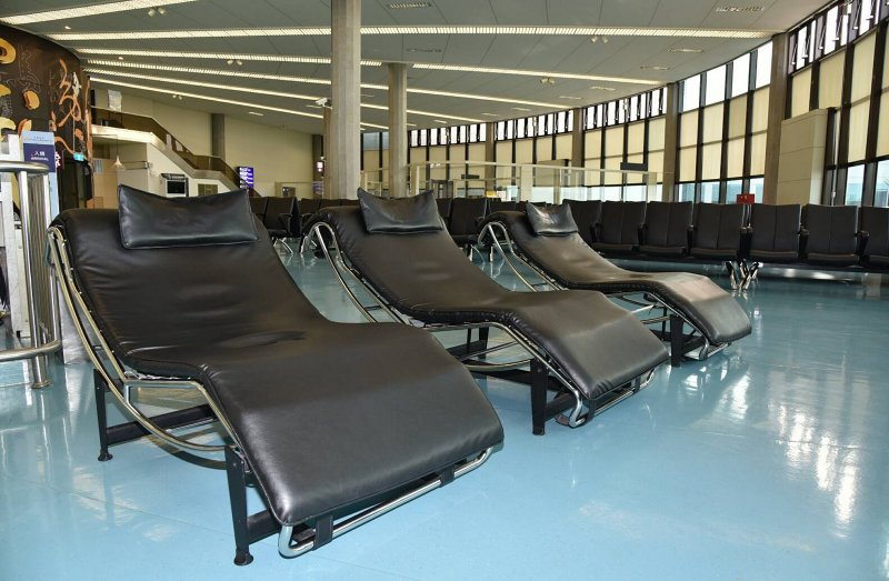 新增設的舒適斜躺椅及 24 小時休憩體驗區……等眾多服務,讓桃園國際機場的「好睡度」獲得全球旅客高度青睞。(圖/擷取自桃園機場網站)