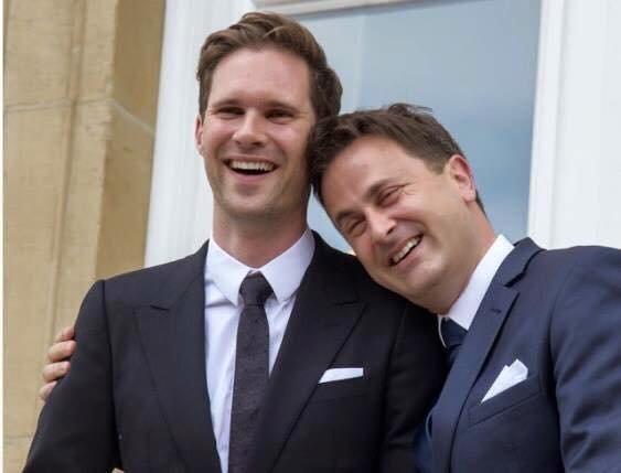 盧森堡總理貝特爾(右)和其丈夫戴斯特內甜蜜放閃。(圖/貝特爾粉絲專頁)