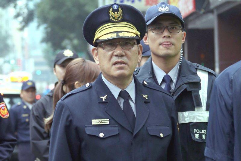 中正一分局分局長張奇文上午現身青島東路和鎮江街口,親自指揮。(蘇仲泓攝)