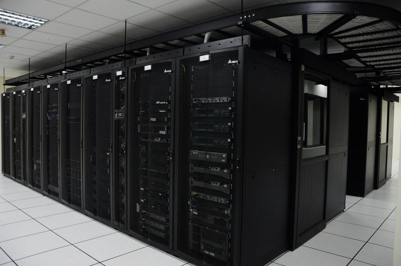 台達表示:「各類型資料中心的永續高可靠高能效運行是金融行業營運的核心課題。」(圖/擷取自聯合大學)