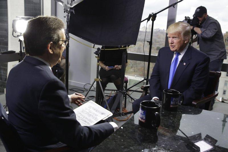 川普接受「周日福斯新聞」節目主持人華萊士專訪。(美聯社)