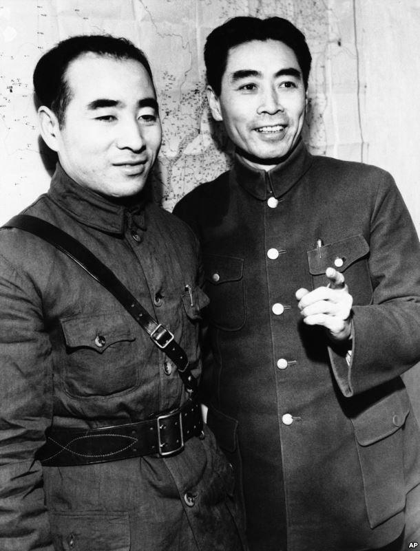 周恩來(右)和林彪(左)(AP)