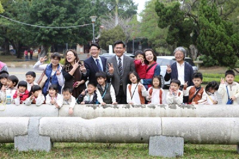 台中市長林佳龍要恢復台中公園榮景神社鳥居。(台中市政府)