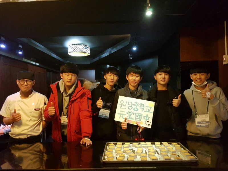 鳳梨酥作為韓國旅客最愛的伴手禮,韓國學生還特別去體驗鳳梨酥DIY。(圖/新北市政府觀光旅遊局提供)