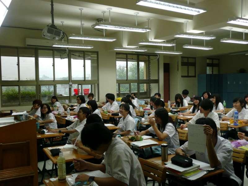 20161220-SMG0045-001-高校學生上課、教室配圖。(取自松山家商網站)