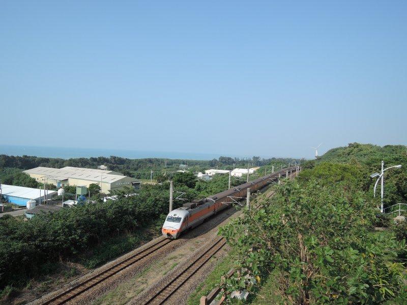 這裡有西部海岸最美的鐵道風景。(圖/玉山社提供)
