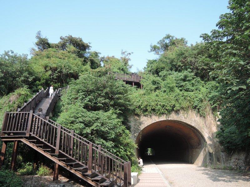 站上子母隧道的登高點。(圖/玉山社提供)