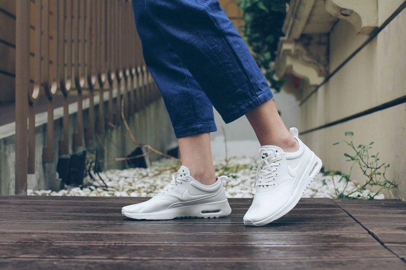 近期一個研究跌破眾人眼鏡,認為穿沒有氣墊的薄底鞋運動,才是保護腳部健康的最佳選擇。(示意圖取自FRUITION@Facebook)
