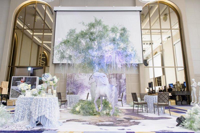 以綠野仙蹤風格婚禮為例,有戶外場地的餐廳為新人們的第一選擇。(圖/新娘物語雜誌提供)