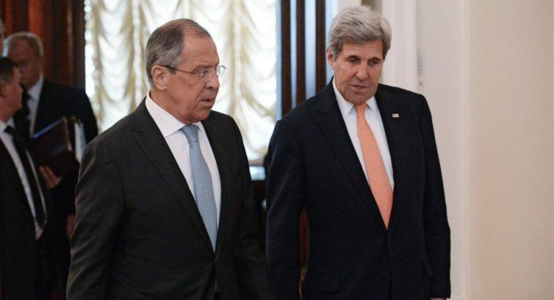美國國務院否認凍結說,表示國務卿凱瑞(右)和俄國外長拉夫羅夫(左)前兩天才通過電話。(俄新社)