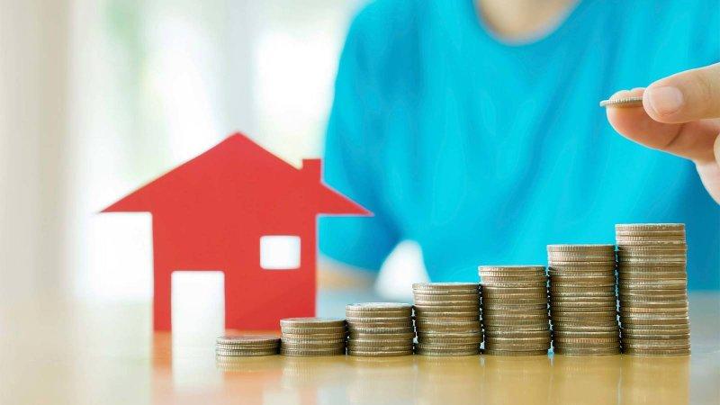 運用不動產作為擔保,向銀行申請「逆向房貸」,每個月可以固定領取一筆金額當作退休金。(圖/擷取自咕嚕美國通)