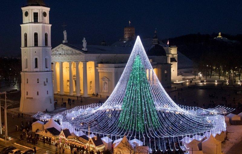 立陶宛的巨型聖誕樹(AP)