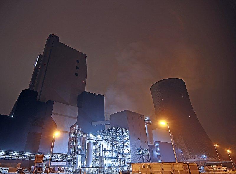 一座發電廠需要長時間才能完成,現在倉促的作法,是否就是最佳方案?(圖/526663@pixabay)