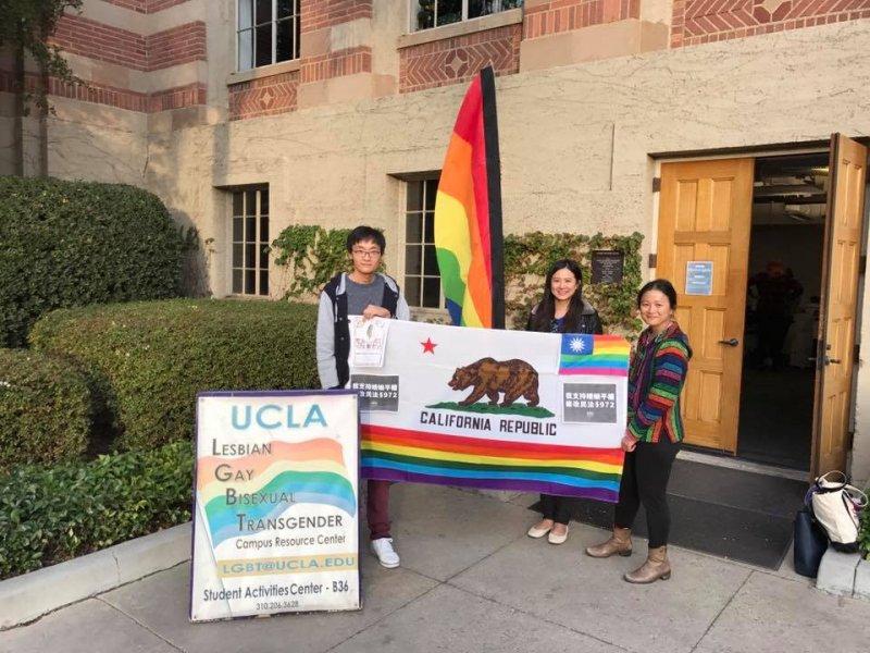 台灣人在加州大學洛杉磯分校響應婚姻平權。(海外台灣青年陣線)