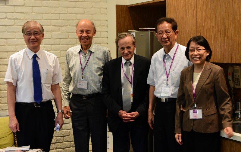 台大校長楊泮池、赫托巴赫、波拉尼、李遠哲、中研院副院長在2016年11月7日合影。(取自中研院)